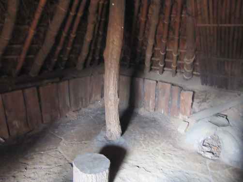 竪穴住居の内部